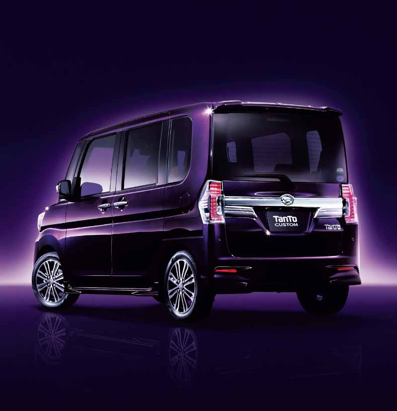 daihatsu-is-equipped-with-a-smart-assist-Ⅱ-to-move-and-tanto20150427-7-min