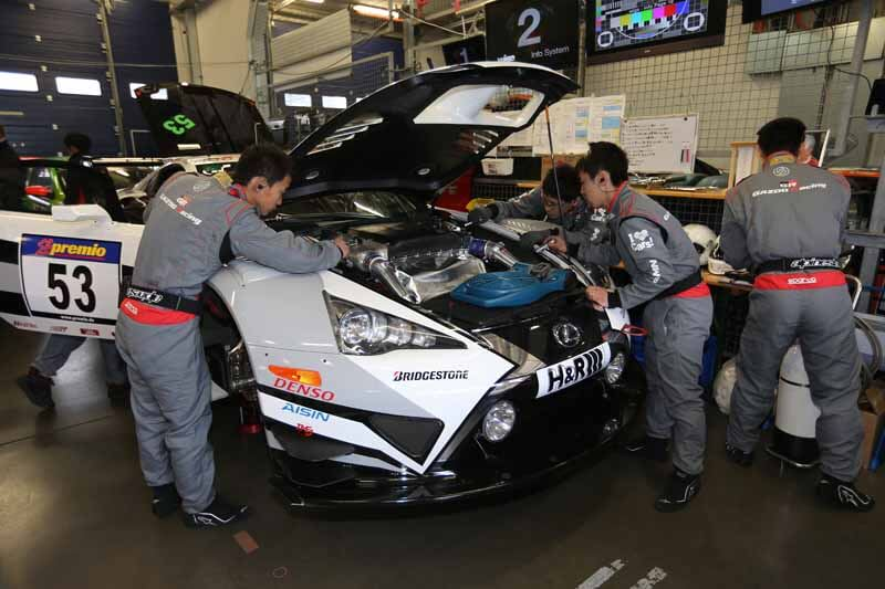 car-manufacturing-in-the-race-laboratory-start-running-of-toyota20150409-50