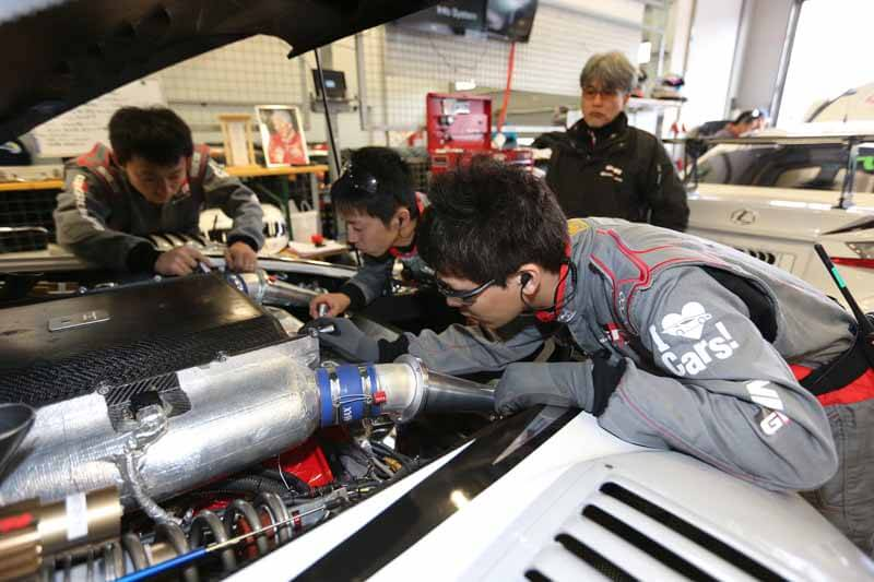 car-manufacturing-in-the-race-laboratory-start-running-of-toyota20150409-60