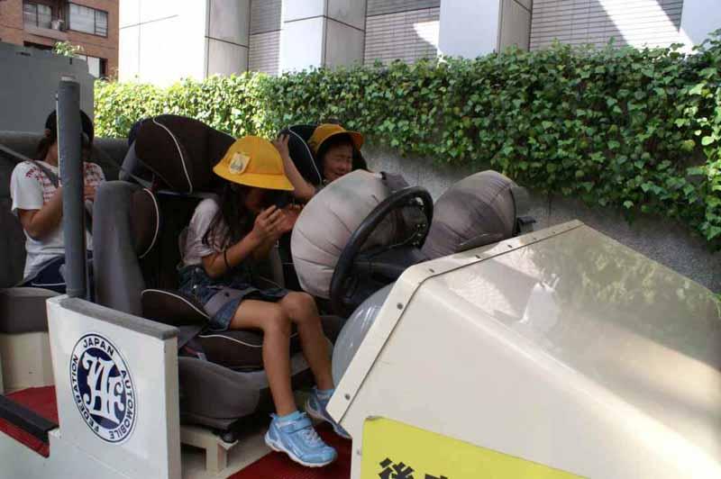 per-hour-5km-of-shock-seat-belt-experience-in-yamagata-festival20150430-1-min