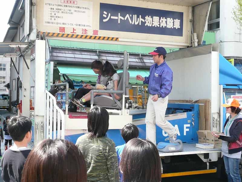 per-hour-5km-of-shock-seat-belt-experience-in-yamagata-festival20150430-2-min