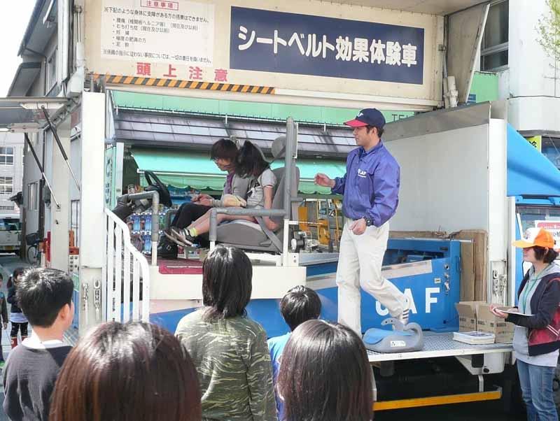 per-hour-5km-of-shock-seat-belt-experience-in-yamagata-festival20150430-2-min