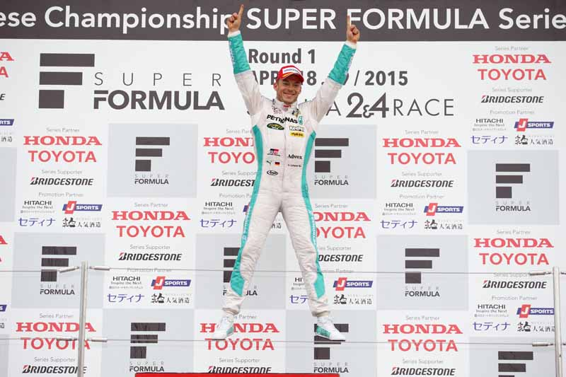super-formula-first-leg-opening-i-decorate-the-toyota-engine1-2-finish20150421-11-min