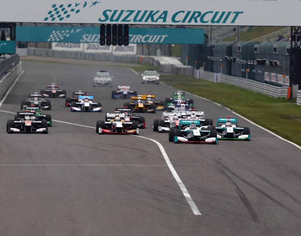 super-formula-first-leg-opening-i-decorate-the-toyota-engine1-2-finish20150421-15-min