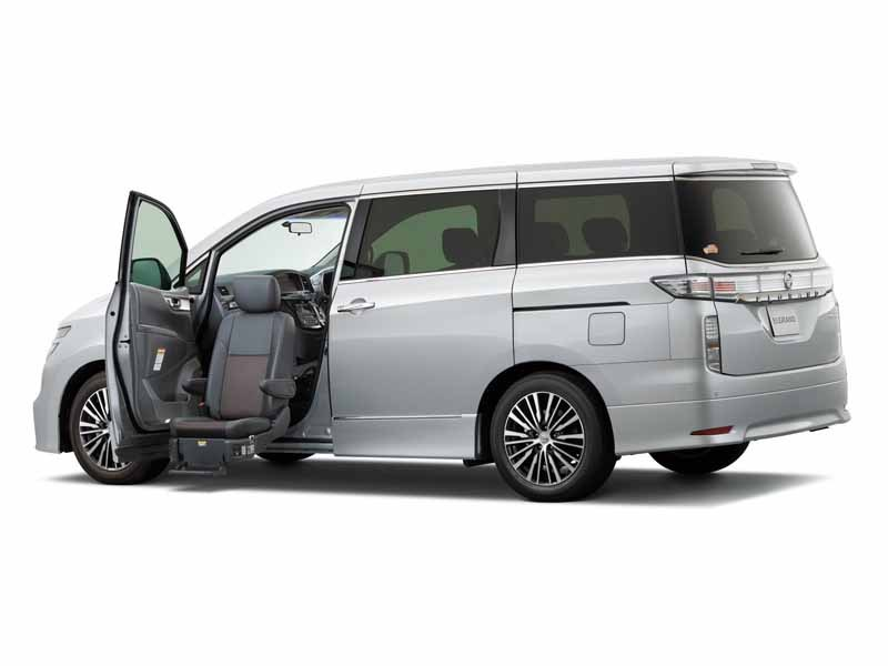 the-250-highway-star-s-added-to-the-nissan-elgrand20150416-2-min