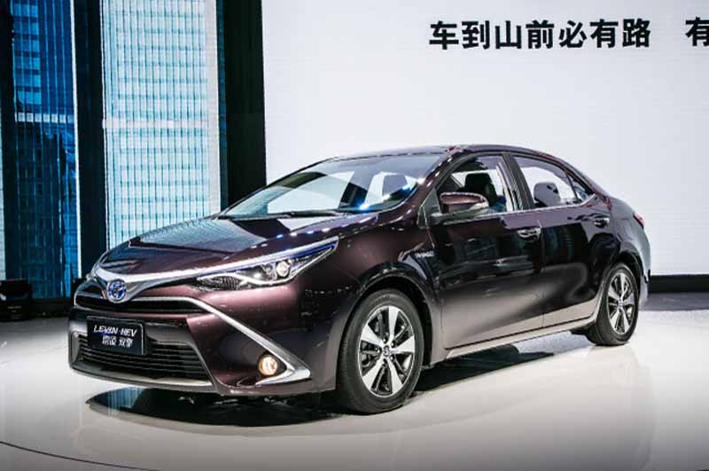 toyota-announces-corolla-hybrid-levin-hybrid-of-china-development20140422 -1-min