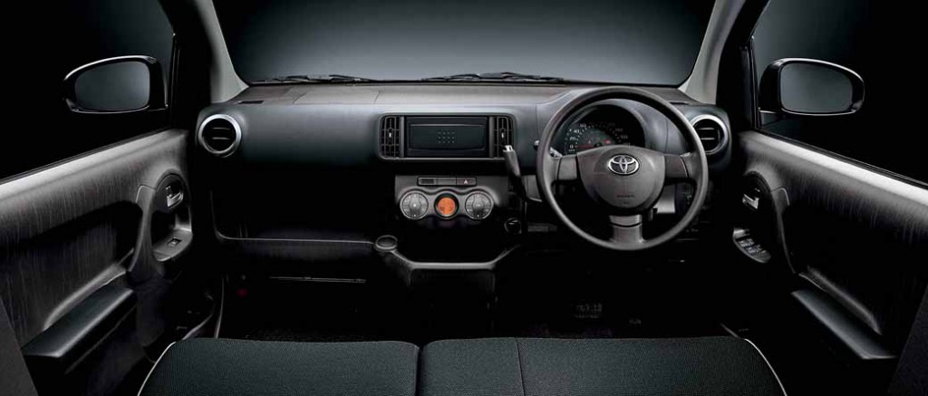 toyota-launched-the-special-edition-models-of-Passo20150331-4