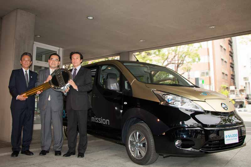 nissan-ev-·-e-nv200-sports-utility-gear-donated-for-sports-promotion-support20150513-7-min