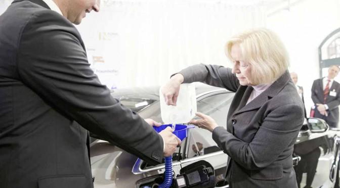 アウディ、水と電気だけで作るディーゼル燃料の本格運用に着手