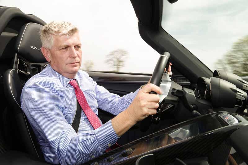 awarded-two-awards-in-the-british-car-magazine-autocar-porsche20150520-2-min