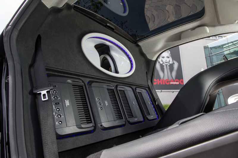 consternation-mobile-concert-car-smart-and-jbl-is-made20150517-3-min