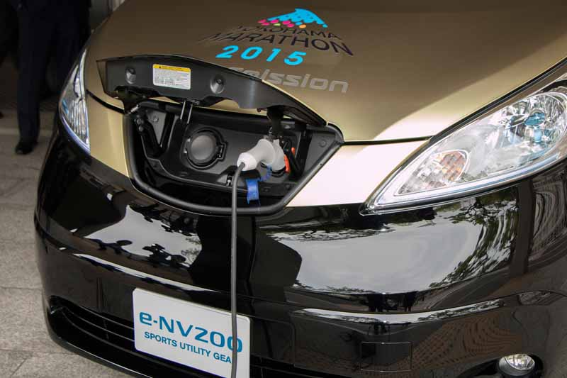 nissan-ev-·-e-nv200-sports-utility-gear-donated-for-sports-promotion-support20150513-3-min