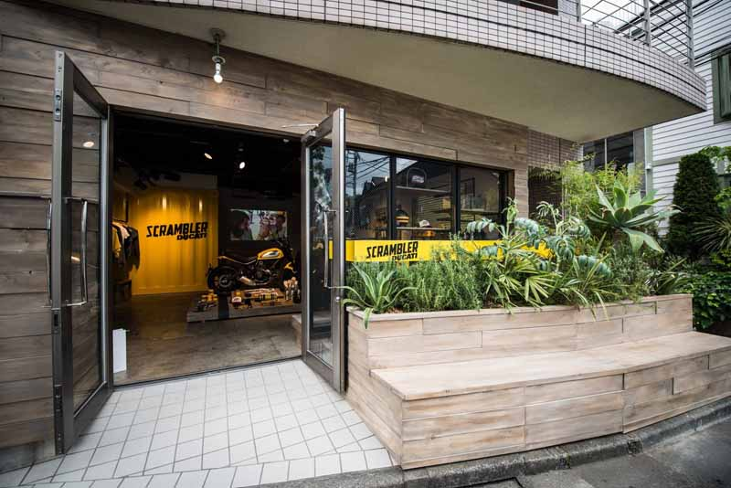ducati-scrambler-concept-store-open20150502-1-min