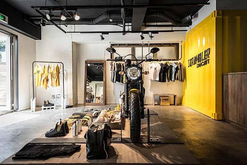 ducati-scrambler-concept-store-open20150502-2-min