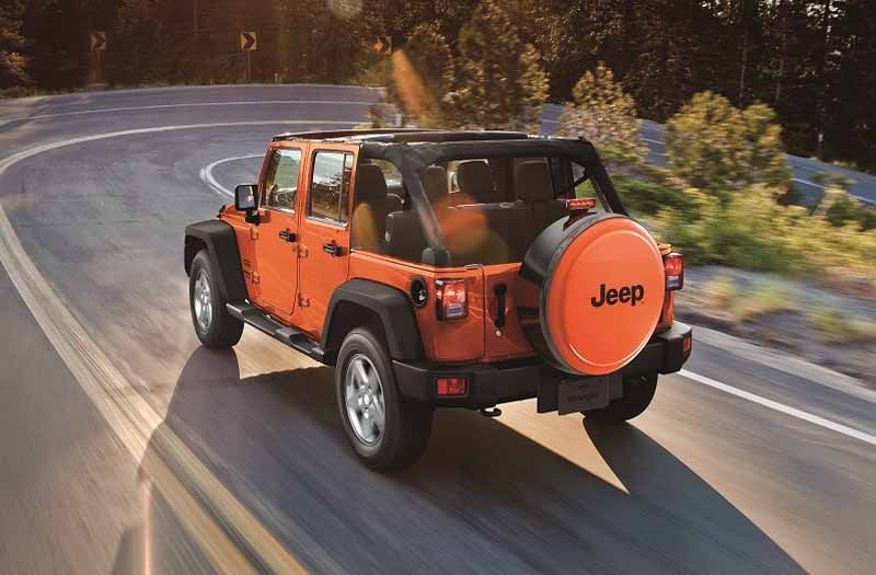 fca-japan-jeep-limited-car-2-models-530-released-from20150525-2-min
