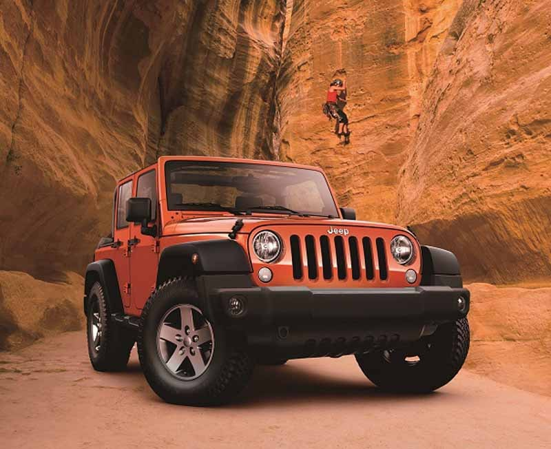 fca-japan-jeep-limited-car-2-models-530-released-from20150525-4-min