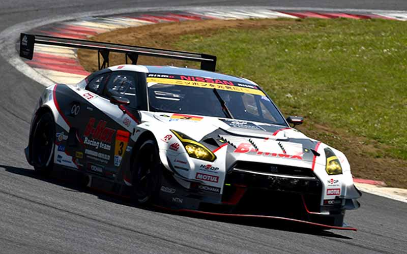 fuji-gt500-qualifying-pp-take-on-motul-autech-gt-r-threat-of-record-time20150503-6-min
