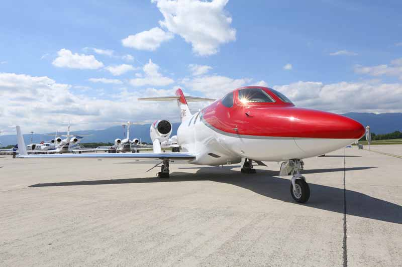 honda-jet-actual-published-in-business-aviation-show-ebace2015-3-min