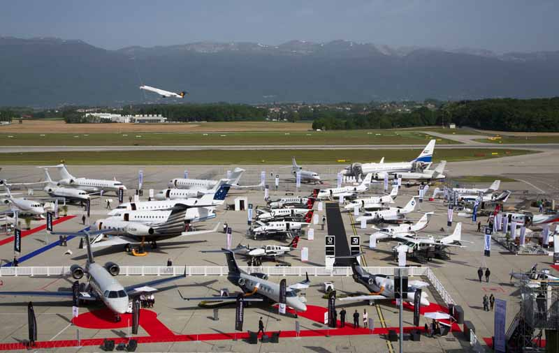 honda-jet-actual-published-in-business-aviation-show-ebace2015-8-min
