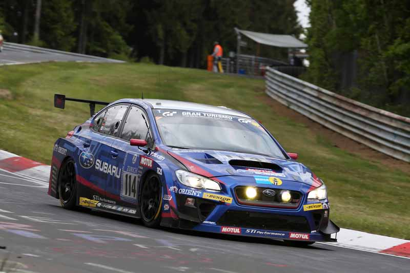 in-the-nurburgring-24-hour-race-dunlop-mounted-vehicle-class-victory20150520-1-min