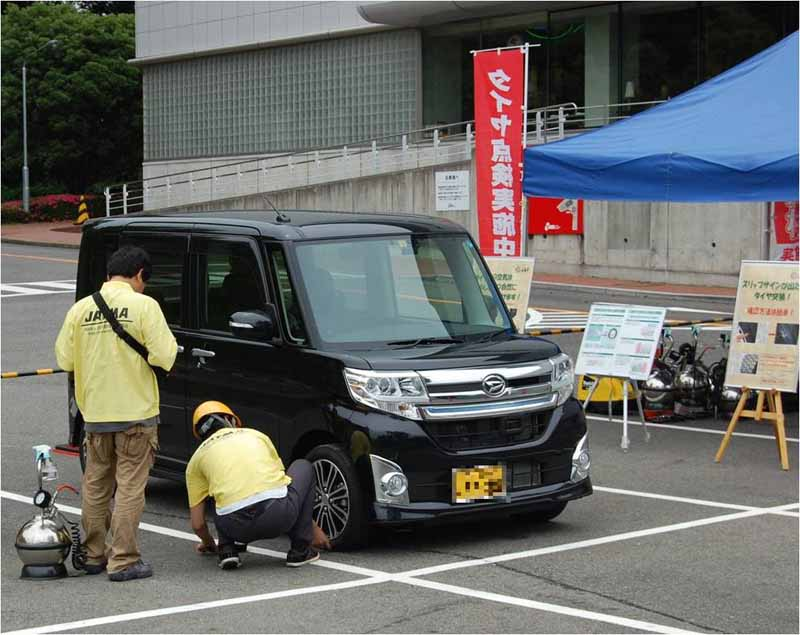 jaf-aichi-traffic-safety-event-held-in-66-toyota-automobile-museum20150530-2-min