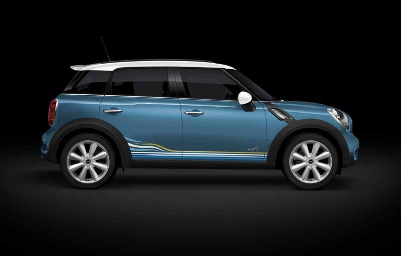 japan-limited-car-appearance-of-mini-crossover20150522-2-min