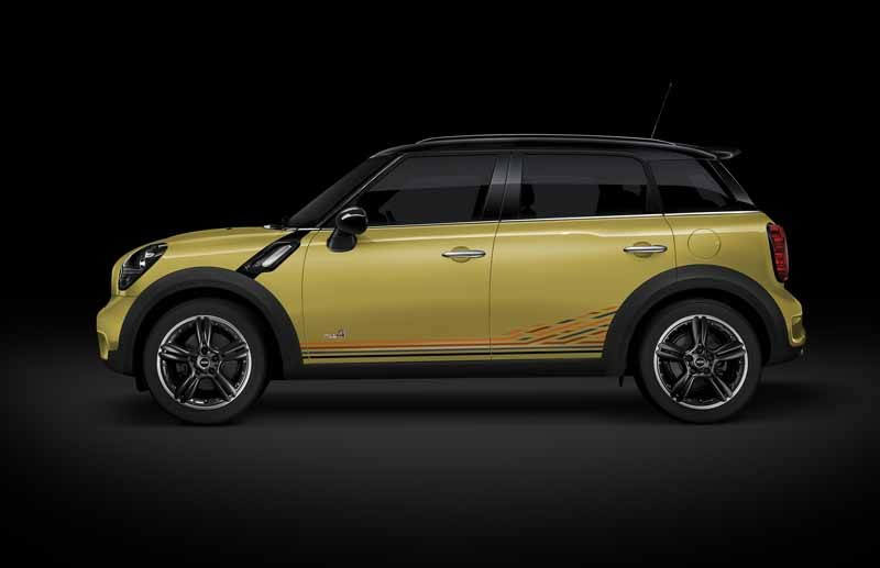 japan-limited-car-appearance-of-mini-crossover20150522-3-min