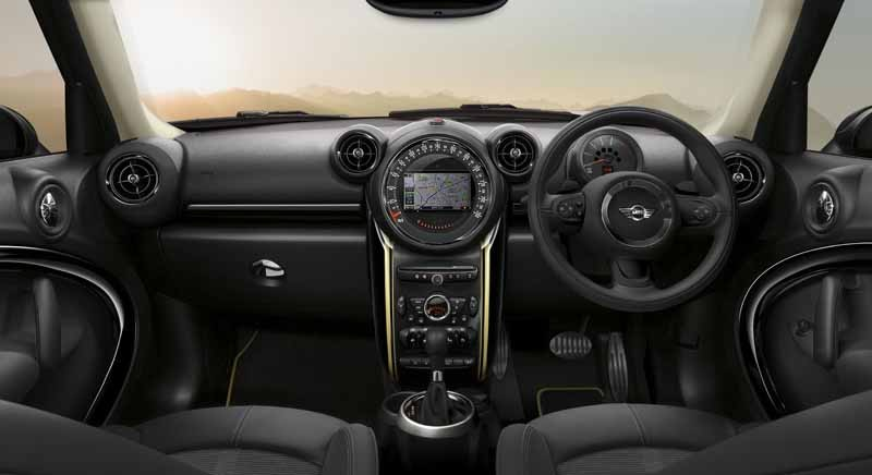 japan-limited-car-appearance-of-mini-crossover20150522-7-min