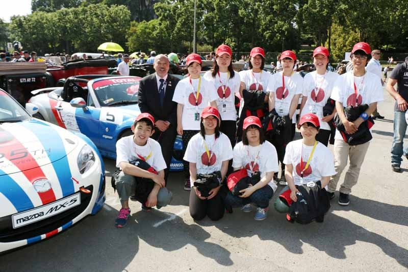 mazda-france-homestay-of-the-great-east-japan-earthquake-children-10-people-and-boost20150527-2-min