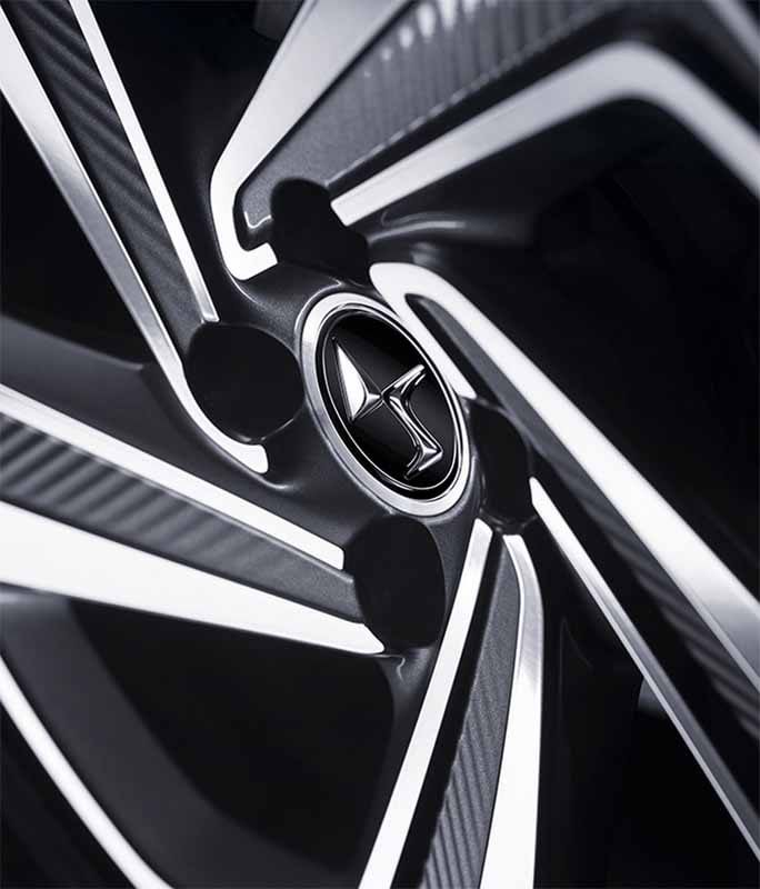 new-citroen-ds5-debut-in-mainland-france20150504-3-min