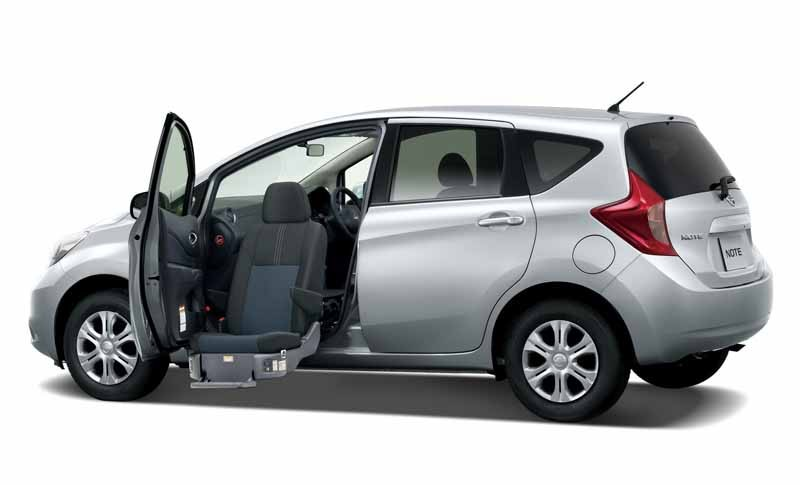 nissan-and-exhibited-at-the-welfare-2015-in-autech-japan-and-collaboration-system20150517-4-min