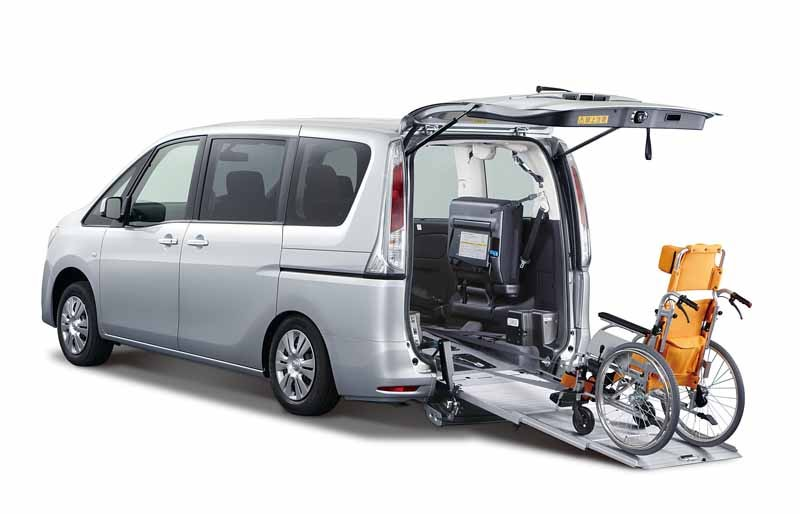 nissan-and-exhibited-at-the-welfare-2015-in-autech-japan-and-collaboration-system20150517-6-min