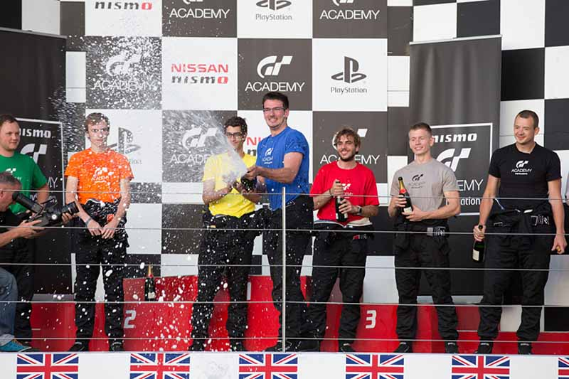 nissan-gt-academy-graduates-who-starting-towards-the-nurburgring-24-hours20150514-5-min