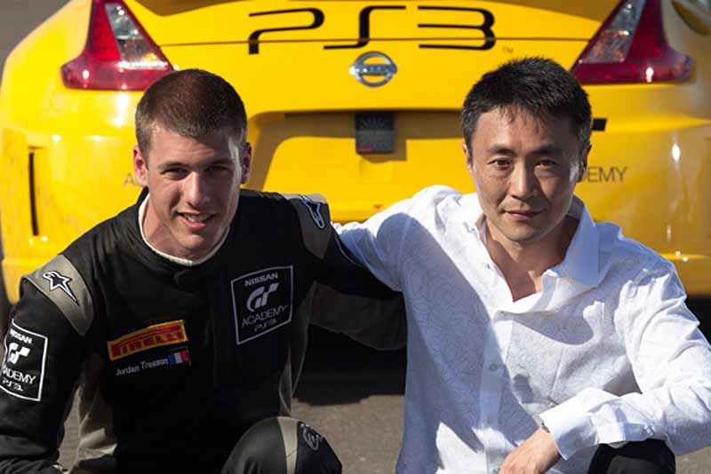 nissan-gt-academy-graduates-who-starting-towards-the-nurburgring-24-hours20150514-8-min