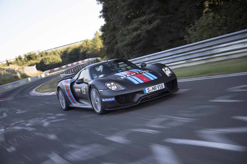 porsche-aim-the-le-mans-victory-in-three-of-the-919-hybrid20150529-22-min