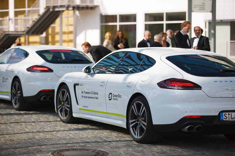porsche-of-phev-serve-as-a-courtesy-car-of-green-tech-awards-201520150528-2-min
