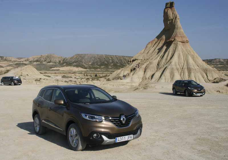 renault-a-small-crossover-vehicle-kajaru-european-release20150531-18-min