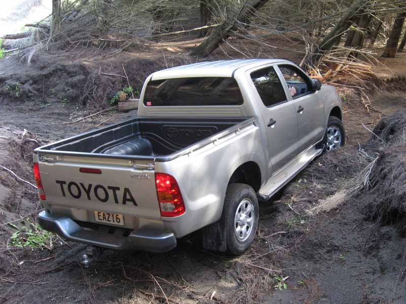 the-full-model-change-toyota-the-hilux-in-thailand20150521-1-min