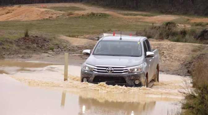 the-full-model-change-toyota-the-hilux-in-thailand20150521-8-min