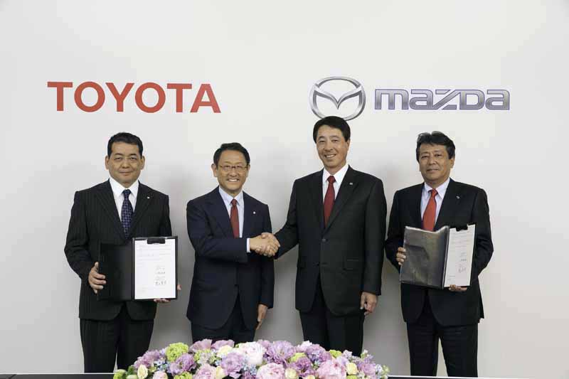 toyota-and-mazda-basic-agreement-towards-a-business-alliance20150513-3-min