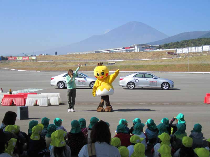 toyota-for-children-traffic-safety-classroom-toyota-safety-school-held20150519-5-min
