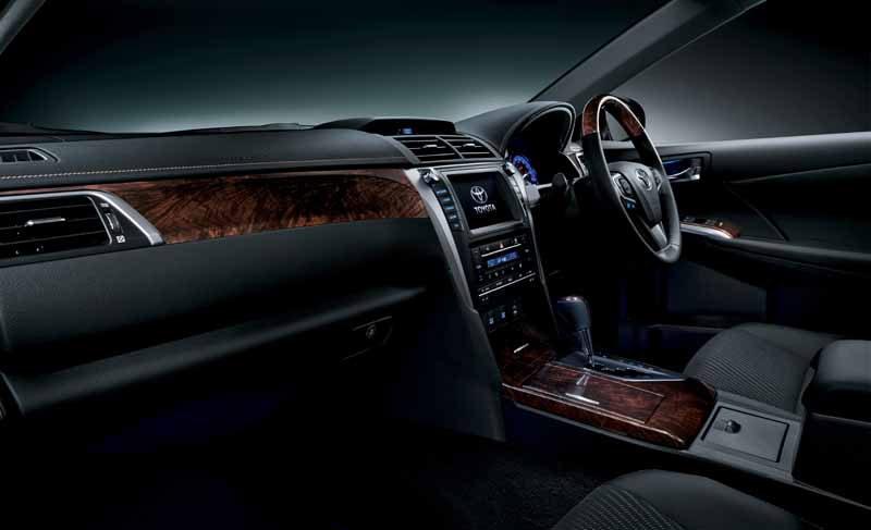 toyota-introduces-special-edition-models-of-camry20150513-1-min