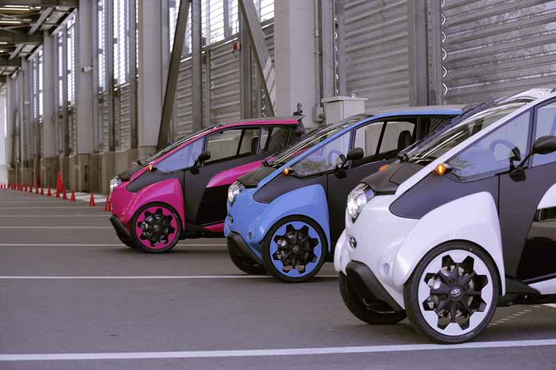 toyota-invite-the-monitor-participation-in-practical-projects-of-i-road20150507-1-min