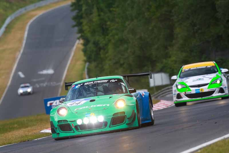 valkenburg-the-nurburgring-24-hour-race-war20150501-5-min