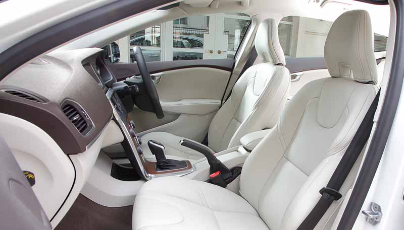 volvo-limited-car-popular-model-of-the-womens-magazine-has-select20150507-4-min