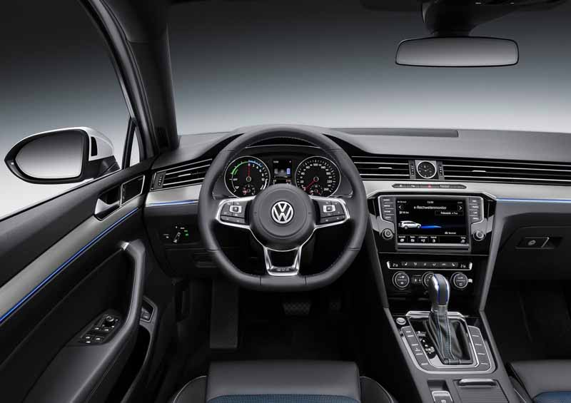 VW, orders the start of the Passat GTE · plug-in hybrid in the European market-3-min