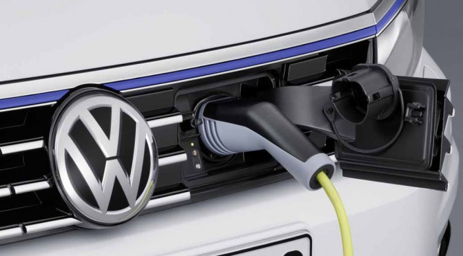 VW、欧州市場でパサートGTE・プラグインハイブリッドの受注開始