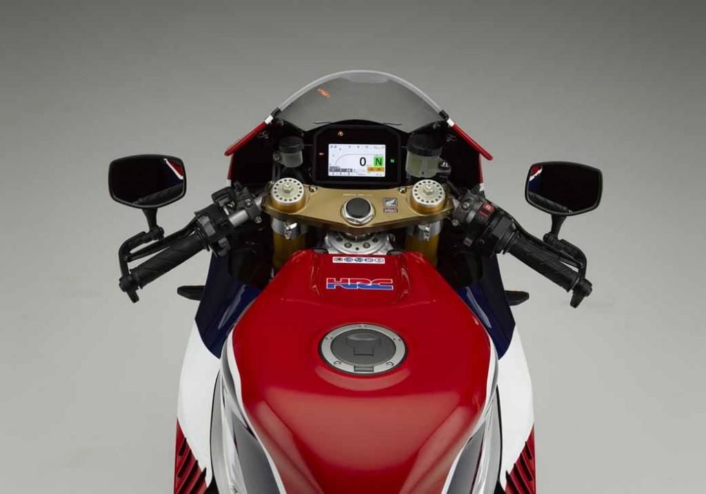 honda-public-road-specification-car-of-motogp-machine-rc213v-rc213v—s-released-2-min