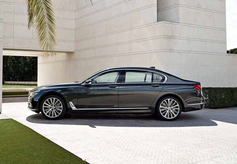 bmw-and-publish-the-new-7-series-in-the-european-market20150611-13-min