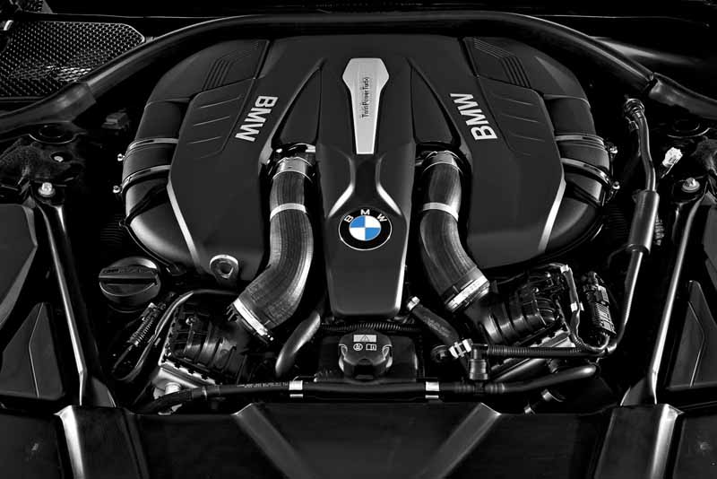 bmw-and-publish-the-new-7-series-in-the-european-market20150611-3-min